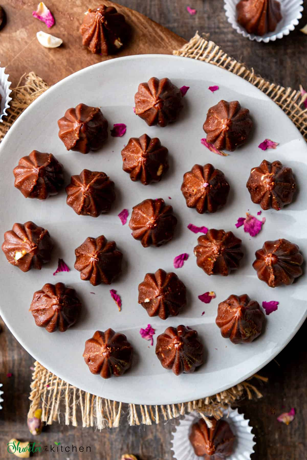 Top view of Chocolate modak arrnaged on a plate in circular pattern